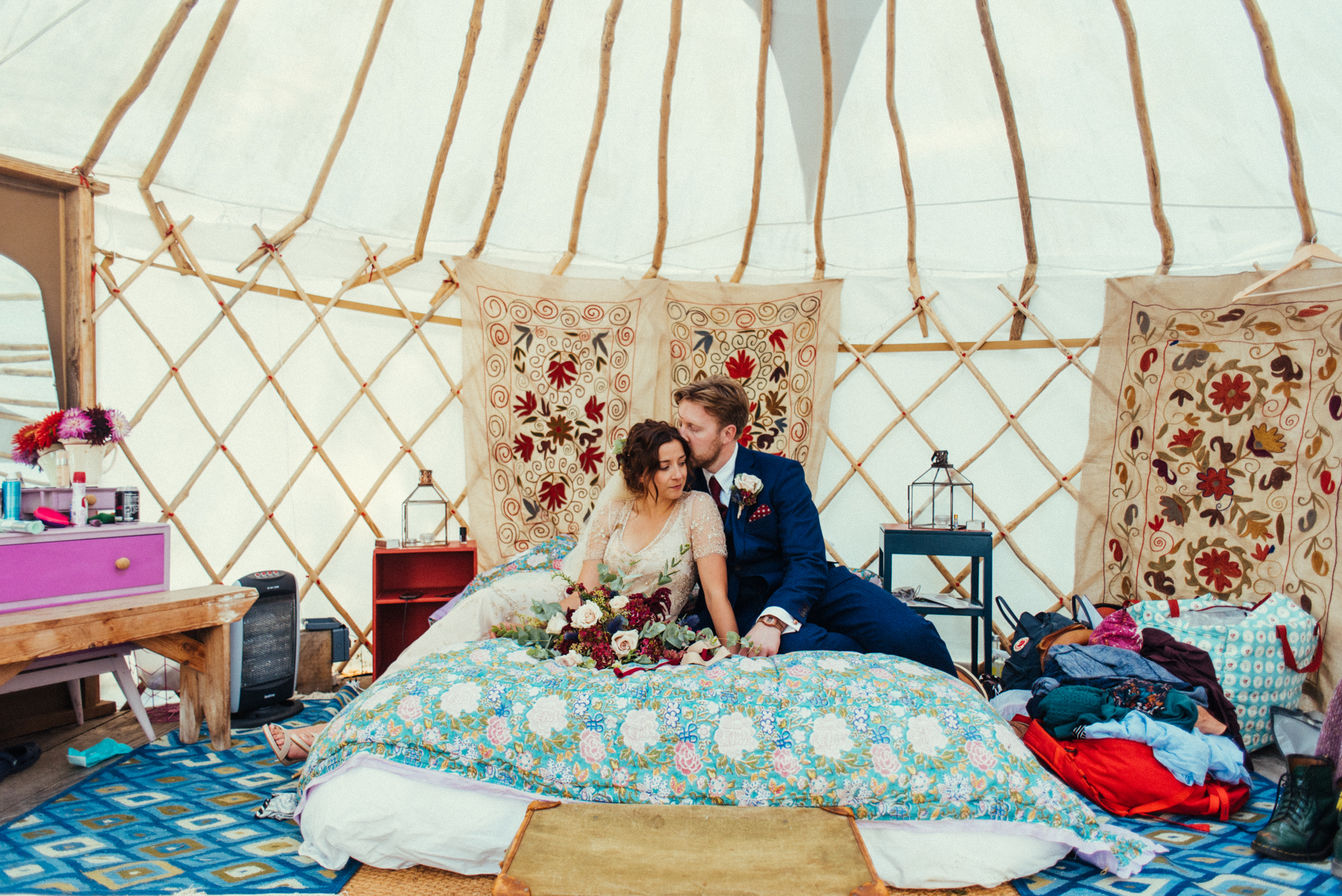 55-quirky-couple-portrait-in-yurt