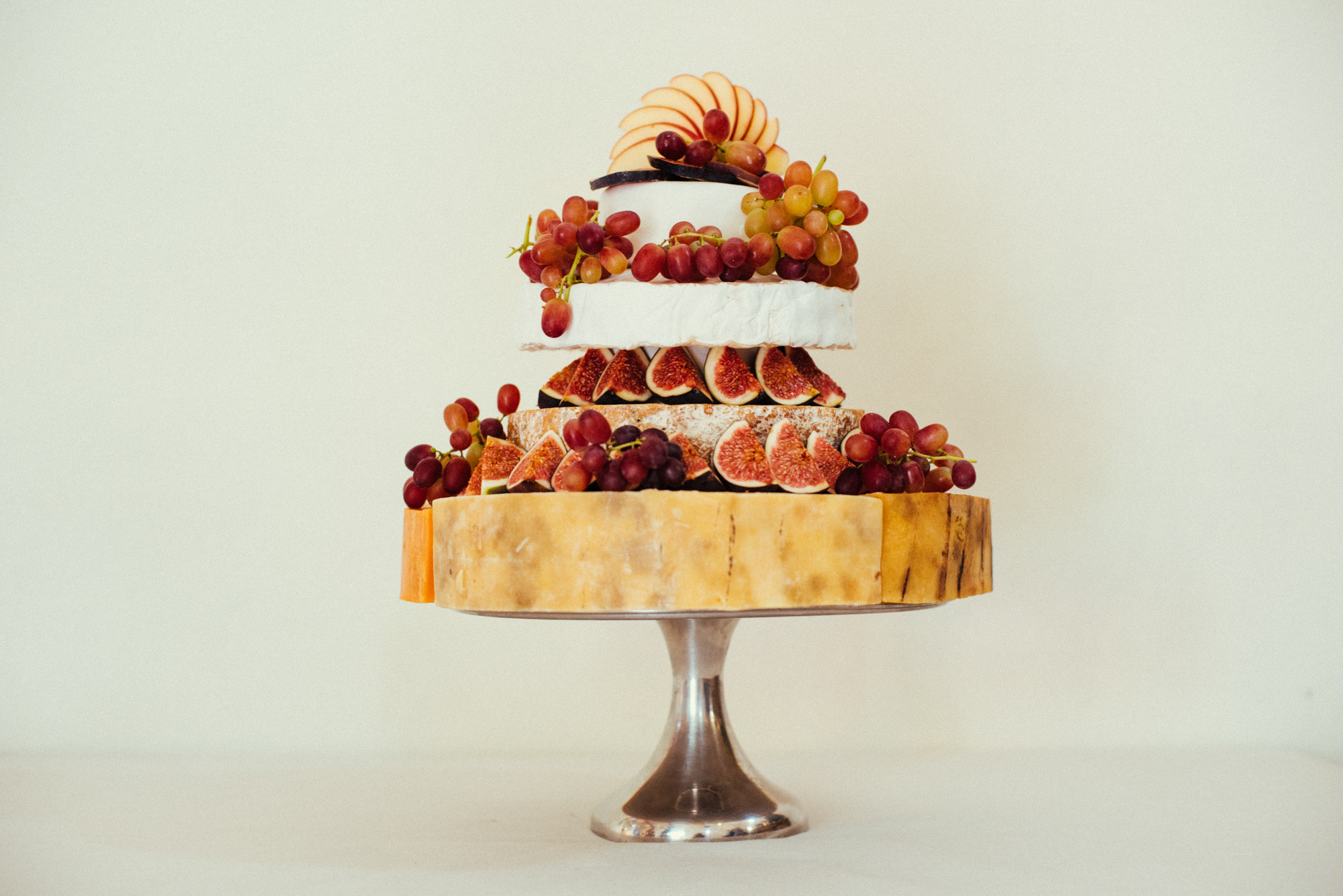 67-contemporary-wedding-photography-cheese-cake