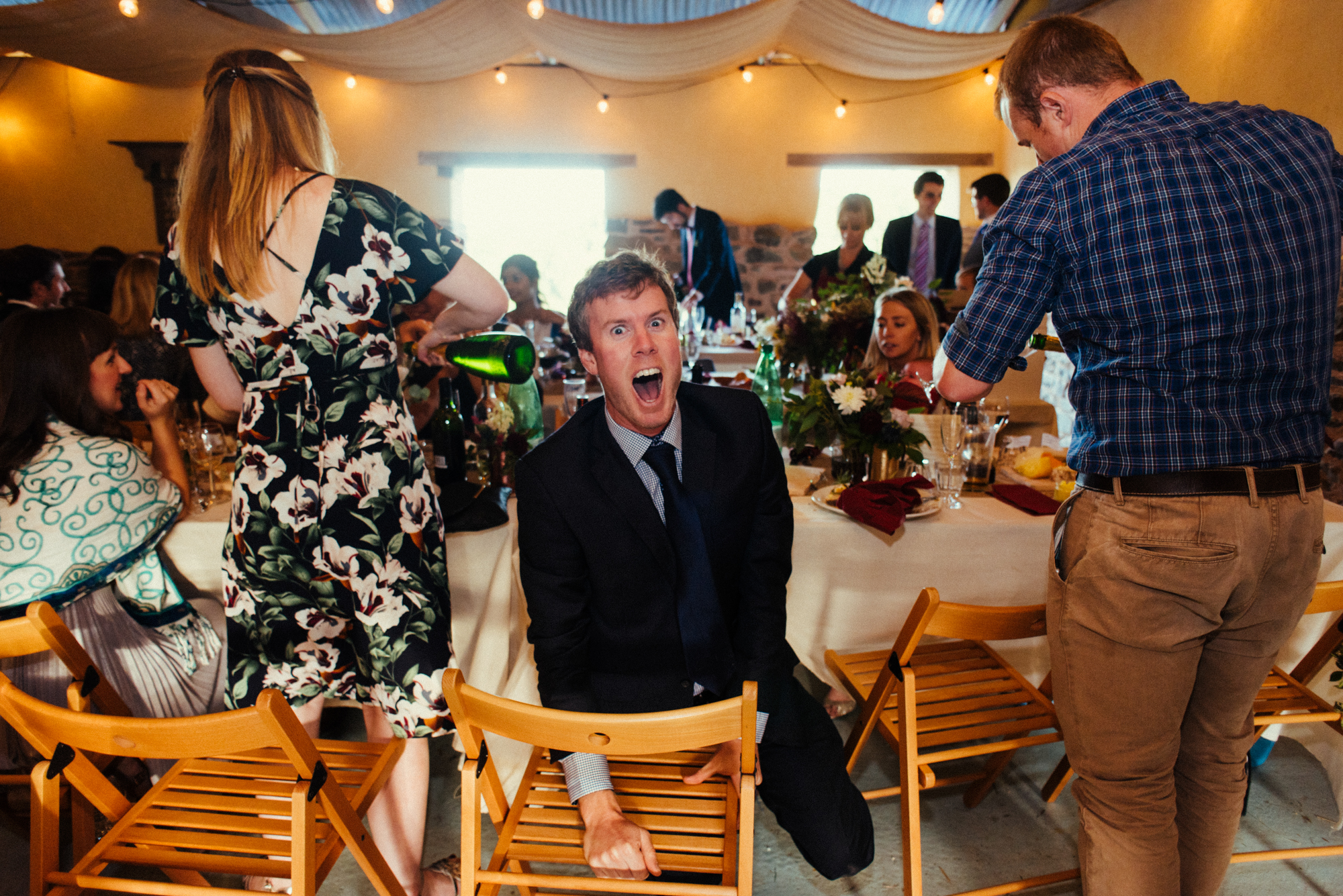 77-wedding-guest-fun-silly-photography